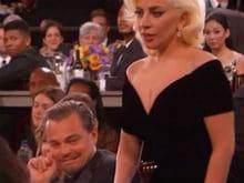 गोल्डन ग्लोब अवॉर्ड्स : लेडी गागा और लियोनार्डो के 'बीच' जो हुआ, वह सोशल मीडिया को भी गुदगुदा गया