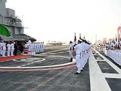 श्रीलंका के राष्ट्रपति सिरिसेना कोलंबो में भारत के सबसे बड़े विमानवाहक पोत पर पहुंचे