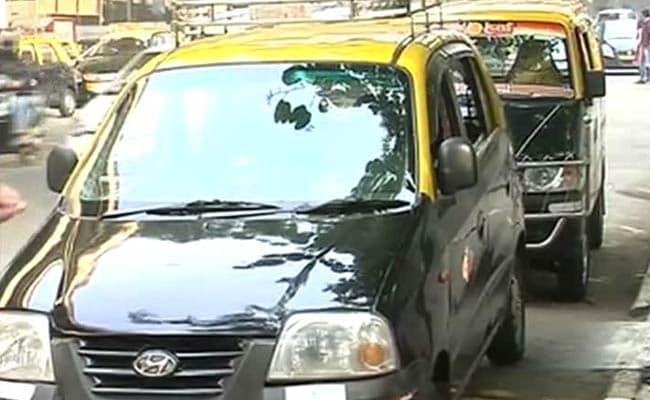 मुंबई में लोगों को हो सकती है परेशानी, अनिश्चितकालीन हड़ताल की तैयारी में टैक्सी चालक