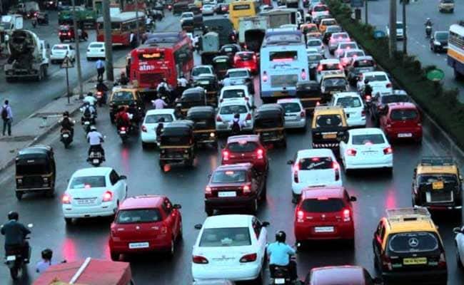 वाहनों की तेज रफ्तार पर याचिका, कोर्ट ने कहा- मुंबई में ऐसी सड़क कहां जिस पर 80 से तेज दौड़ सके गाड़ी