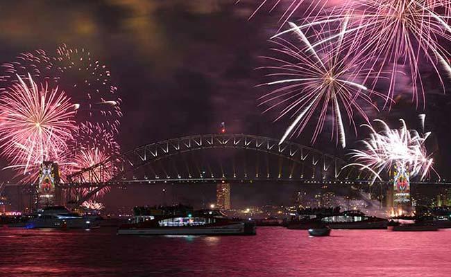 PICS : नए साल की स्वागत दुनिया ने कुछ ऐसे किया