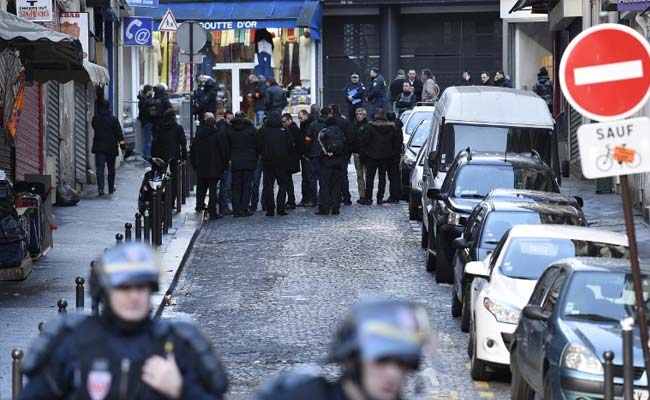 7 wounded in Paris knife attack