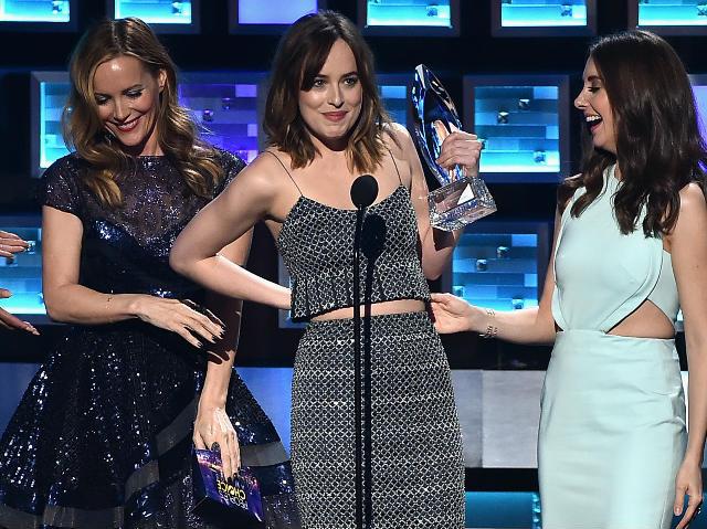 People's Choice Awards: Big Moments With Dakota Johnson, Johnny Depp