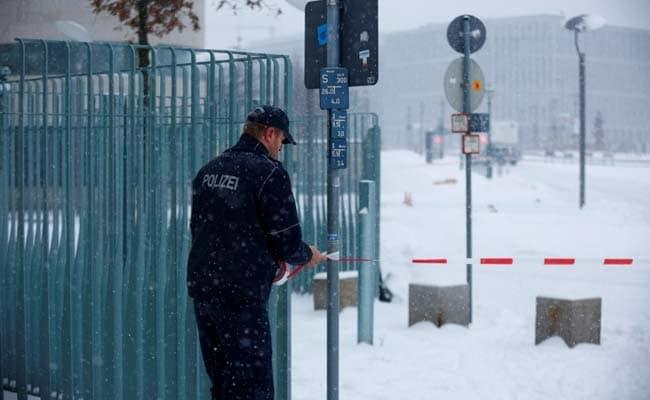 जर्मनी : संदिग्ध पैकेट मिलने के बाद पुलिस ने चांसलर एंजेला मर्केल का ऑफिस किया सील