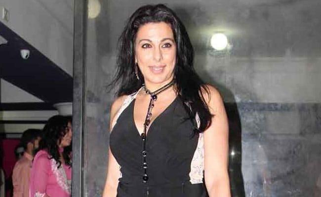 पूजा बेदी ने पिता कबीर बेदी की चौथी शादी पर लिखा ट्वीट हटाया...