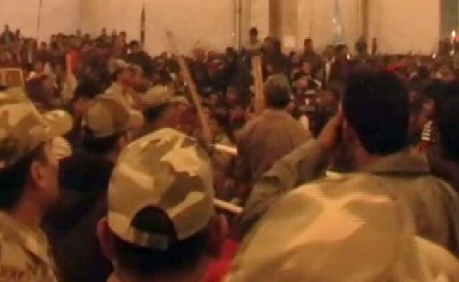 सैफई महोत्सव के दौरान ऐसे हुई जमकर तोड़फोड़, इधर नाच गाना- उधर हंगामा