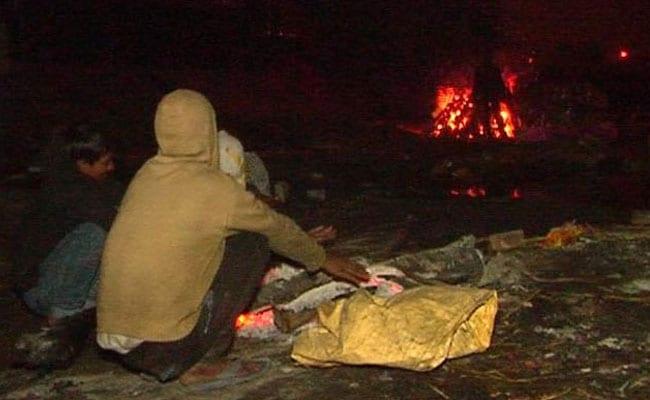 दिल्ली में टूट रहा मौतों का रिकॉर्ड, पशुओं के श्मशान घाट पर हो रहा इंसानों का अंतिम संस्कार