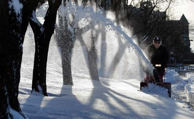 अमेरिका में बर्फीले तूफान ने दी दस्तक, 2,600 से कई उड़ानें प्रभावित