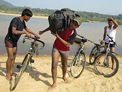 छत्तीसगढ़ : नक्सलियों ने बासागुड़ा से अगवा किए गए शांति यात्रा पर निकले तीनों छात्रों को छोड़ा