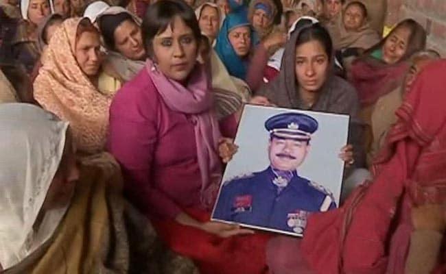 आतंकी हमला : शहीद फतेह की बेटी बोली, 'खिड़कियां हिल रही थीं, हम पलंग के नीचे छुपे थे'