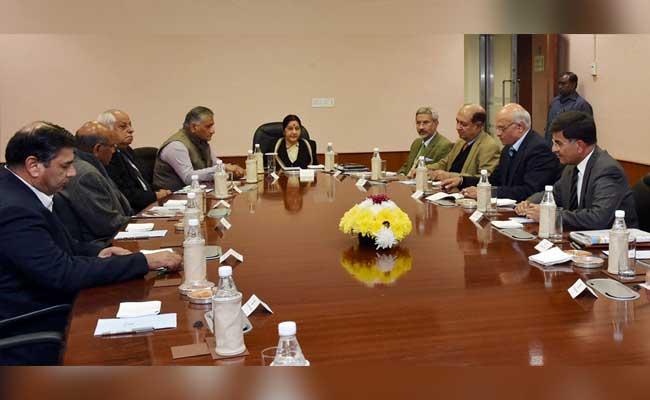 पठानकोट हमला : सुषमा ने पूर्व-राजनयिकों, पूर्व विदेश सचिवों के साथ पाक पर रणनीति की चर्चा की