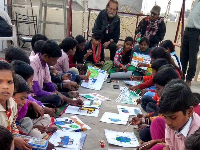 बच्चों ने चित्रों में बयां की वाराणसी की घुटन, जागरूकता लाने की कोशिश