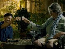 फिल्म रिव्यू  : एक बार जरूर देखी जा सकती है 'वज़ीर'