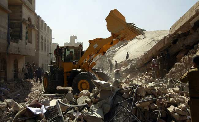 सऊदी की अगुवाई में यमन में हवाई हमले, 25 पुलिसकर्मियों की मौत