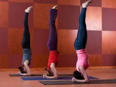 योग की कुछ मुद्राएं मोतियाबिंद रोगियों के लिए हो सकती हैं घातक