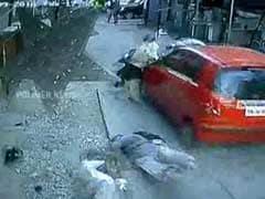 कैमरे में कैद : चेन्नई में एक कार ने दो पदयात्रियों को कुचला, कई को मारी टक्कर