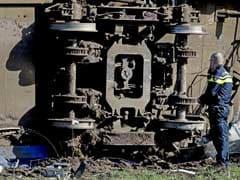 इरोड जा रही यरकौड़ एक्सप्रेस ट्रेन का इंजन और तीन डिब्बे पटरी से उतरे