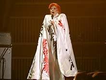Grammys 2016: Lady Gaga Sings For David Bowie. We Die