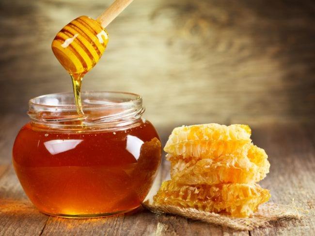 शहद में है बॉडी में होने वाली फंगस का इलाज   Honey Destroy Harmful Fungus  From Body - NDTV Food Hindi