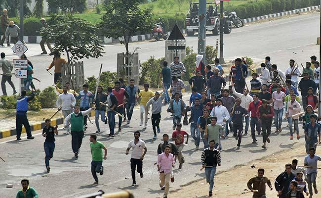 दिल्ली जा रहे आंदोलनकारी जाटों के साथ पुलिस की झड़प, 4 पुलिसकर्मी घायल