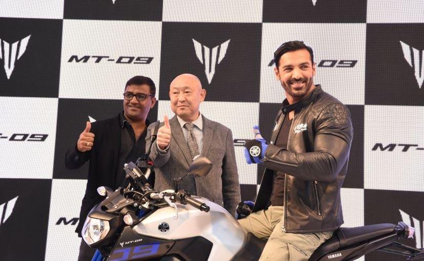 Auto Expo 2016: John Abraham Launches Yamaha MT-09; Priced at ₹ 10.20 Lakh