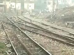 मुंबई : छत्रपति शिवाजी टर्मिनस के पास पलटी मालगाड़ी, ट्रेनों की आवाजाही प्रभावित