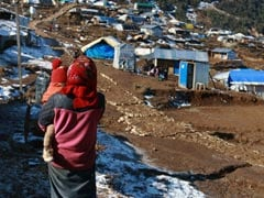 Nepal Earthquake Survivors Fight Freezing Temperatures