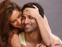Cuteness Alert: Aditya Roy Kapur, Shraddha in <I>OK Jaanu</i> First Look