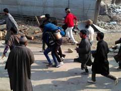 पुलवामा में हिजबुल के तीन स्थानीय आतंकियों के मारे जाने पर हिंसा