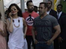 Salman Khan, Sangeeta Bijlani Walk Into Arpita's Baby Shower Together