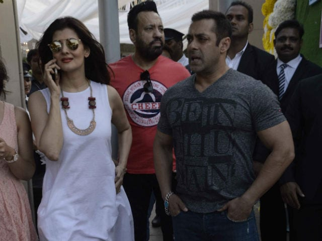 Salman Khan, Sangeeta Bijlani Walk Into Arpita's Baby Shower Together