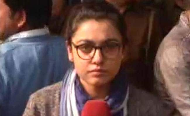 JNU Students And Teachers Attacked in Court, Cops Just Watch