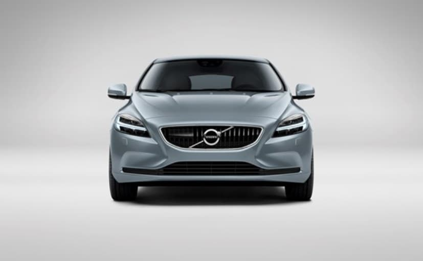 Volvo V40 Facelift Revealed; to Be Unveiled at Geneva Motor Show