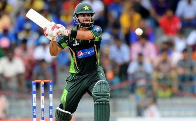 'चोट ड्रामे' के शिकार पाकिस्तानी क्रिकेटर अहमद शहजाद और बाबर आजम ने शानदार पारी से टीम को दिलाई सीरीज...