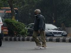 दिल्ली की सड़कों पर बेफिक्र घूम रहे हैं अमिताभ बच्चन, लेकिन कोई पहचान नहीं पाता