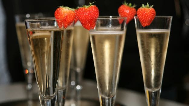 6 Brilliant Champagne Cocktails Recipes to Step It Up a Notch