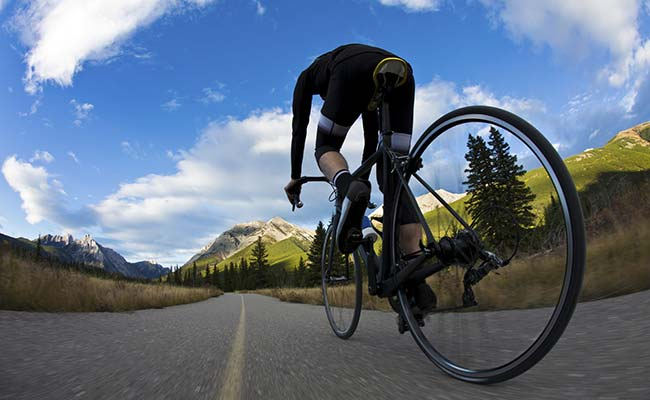 Cycling for Weight Loss: How it Helps & 5 Essential Tips