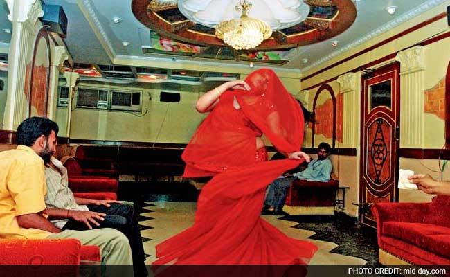 महाराष्ट्र के ठाणे में डांस बार में छापा, 75 लोग गिरफ्तार