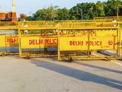 दिल्ली विश्वविद्यालय में मनुस्मृति जलाने को लेकर तीन छात्रों को हिरासत में लिया गया