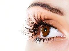 कॉन्टैक्ट लैंस से हो सकता है आंखों में इंफेक्शन