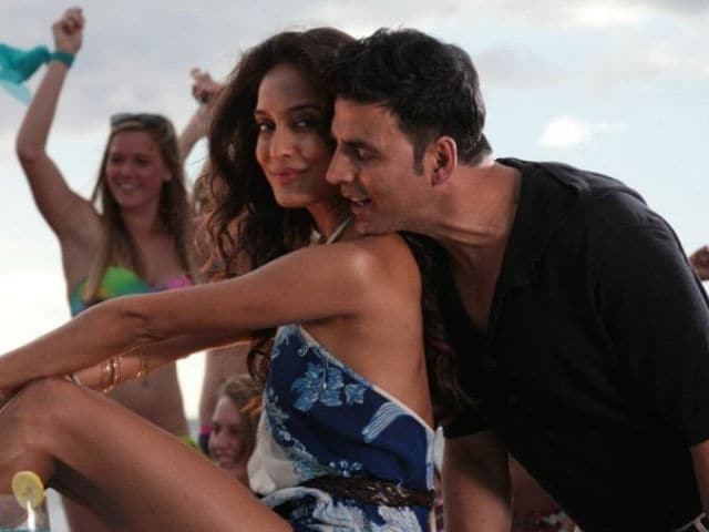 Akshay Kumar is The Master of Comedy, Says Lisa Haydon