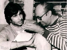Amitabh Bachchan Remembers Manmohan Desai, Shares Pics on Twitter