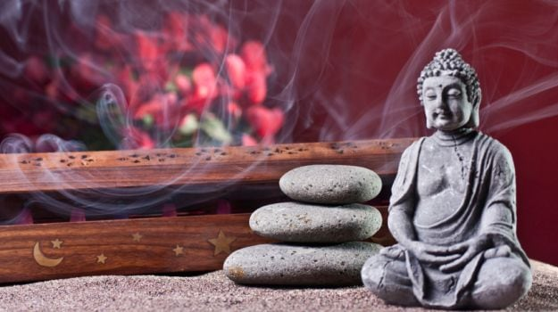 Aromatherapy and Meditation: How the Sense of Smell Can Ease Your Mind