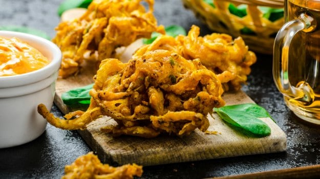 Move Over Aloo and Pyaaz Ke Pakode, Here are 12 Different Pakodas to Savour this Monsoon