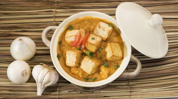 Make paneer cottage cheese at home simple tricks and tips ndtv food paneer curry forumfinder Choice Image
