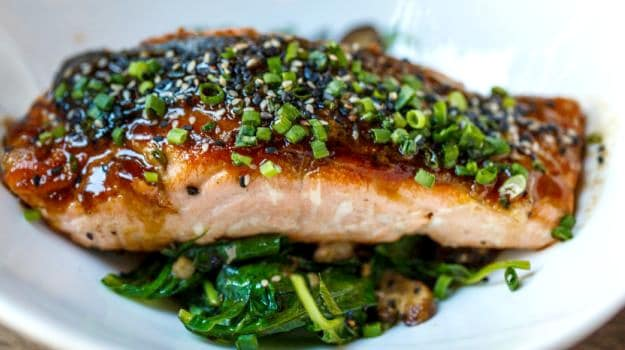 salmon flllet with spring onions