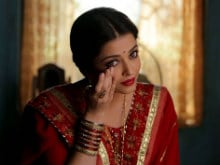 Aishwarya Rai Bachchan Wears Festive Red in New <I>Sarbjit</i> Still