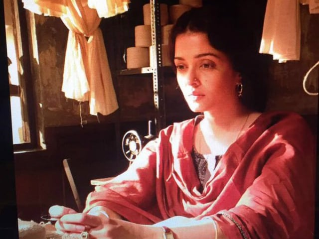 Aishwarya Rai Bachchan Wears Festive Red in New Sarbjit Still