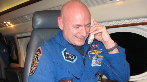 Back On Earth, NASA Astronaut Scott Kelly Enjoys Fresh Food After a Year
