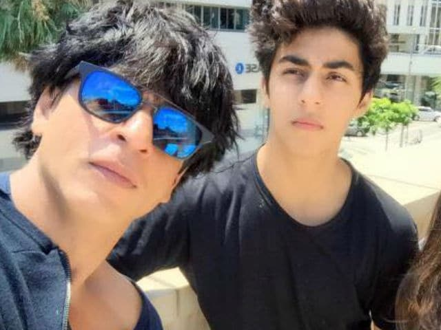 Shah Rukh's Son Aryan Does a Hand Stand on IO Hawk. Can't be Missed